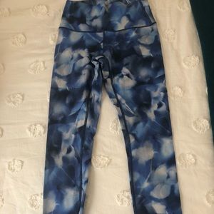 lululemon size 4 blue floral leggings full length